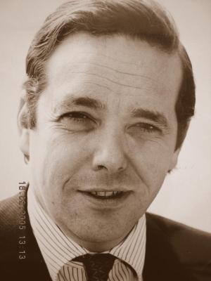 Robert Michael James Gascoyne-Cecil, 7th Marquess of Salisbury1 - 074762_001